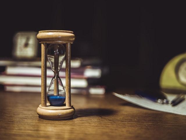 procastinação-gestão-do-tempo-ampulheta